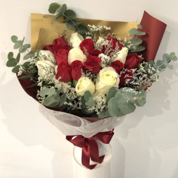 Roses Red and White Bouquet HBR15