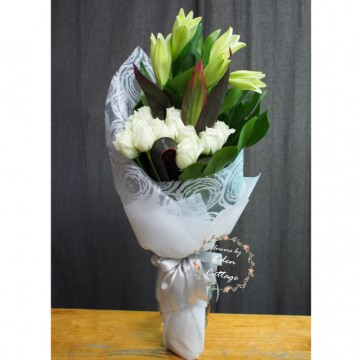 Unique Mix Flowers Bouquet UHB11