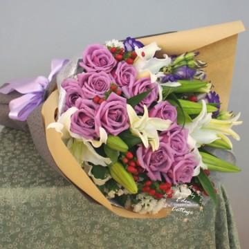 Unique Mix Flowers Bouquet UHB15