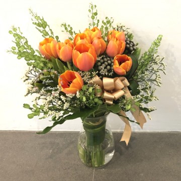 Tulips In vase FAV10