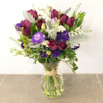 Tulips in vase FAV11