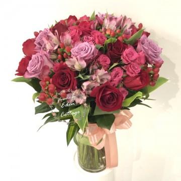 Premium roses In vase FAV22