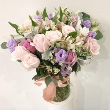 Roses In vase FAV18