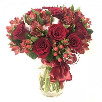 Premium Roses in vase FAV19