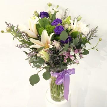 Lily in vase FAV4