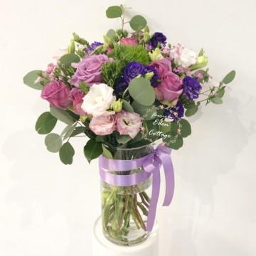Roses In vase FAV8